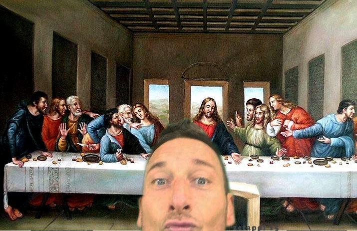 Il selfie di Totti, in Rete scatta subito parodia