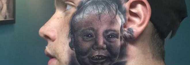 Si fa tatuare il volto del figlio sulla faccia