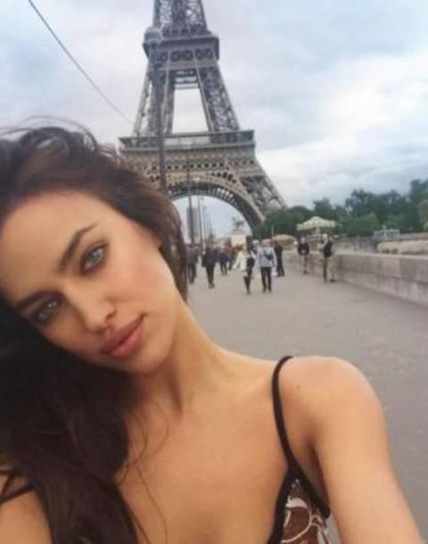 Irina Shayk super sexy: ecco come augura il buon anno